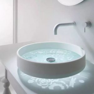 In addition to fashionable style, is the wall-mounted faucet really easy to use?