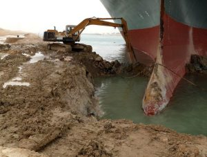 A container ship of Evergreen ran aground while passing through the Suez Canal northbound on the 23rd.